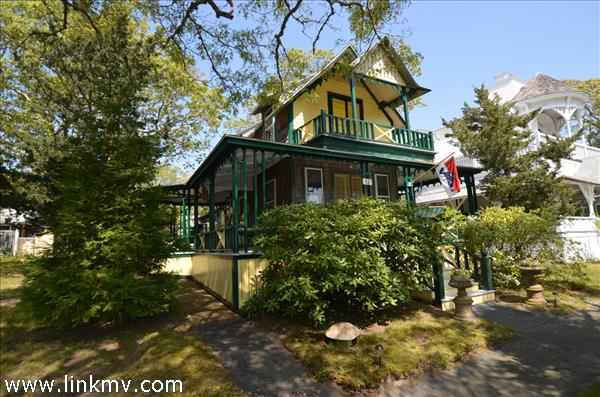 12 John Wesley Avenue, Oak Bluffs, MA