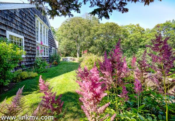 496 County Road, Oak Bluffs, MA