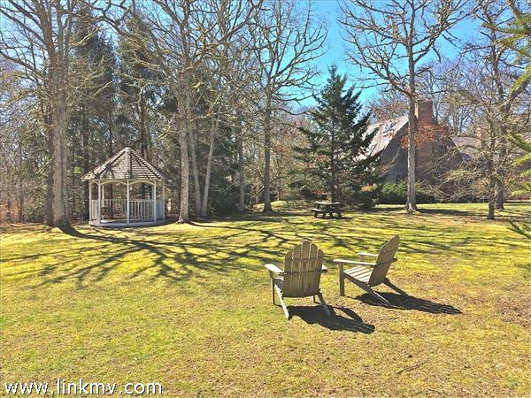 27 Hewing Field, Chilmark, MA