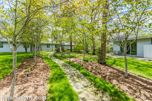 135 Bigelow Road, Vineyard Haven, MA