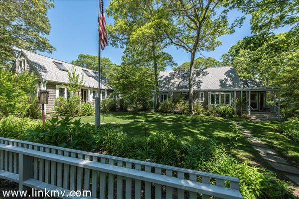 15 Holly Tree Lane, Vineyard Haven, MA