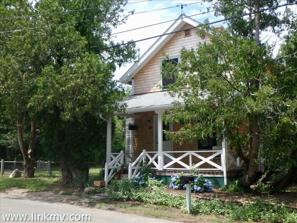 33 Summer Street, Vineyard Haven, MA