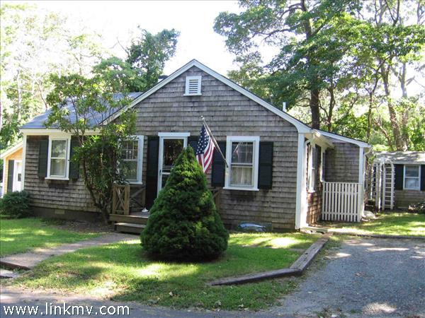 18 Locust Lane, Vineyard Haven, MA