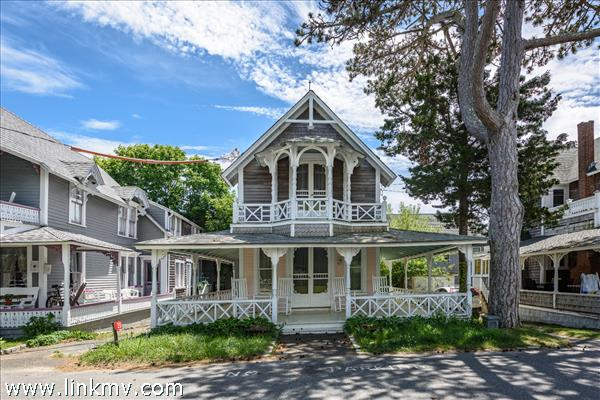 20 Narragansett Avenue, Oak Bluffs, MA