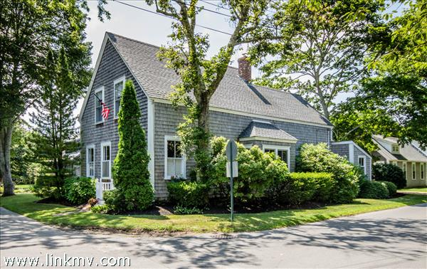 86 School Street, Edgartown, MA