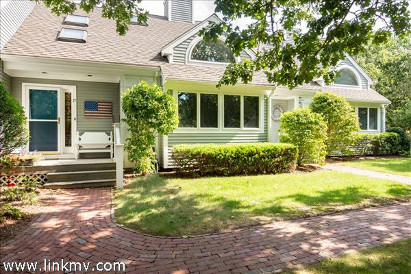 17 Meetinghouse Village Way, Edgartown, MA