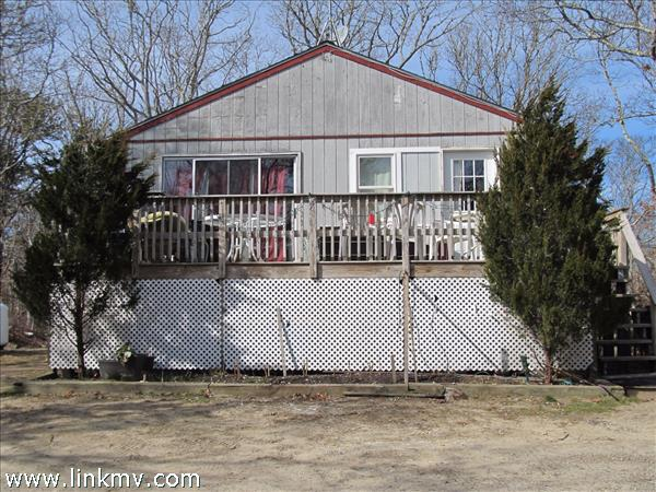 385 County Road, Oak Bluffs, MA