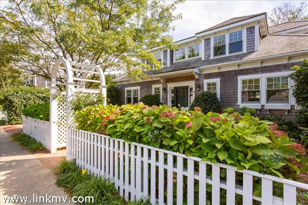 49 North Summer Street, Edgartown, MA