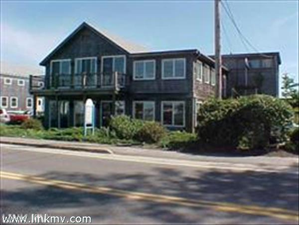 107 Beach Road, Vineyard Haven, MA
